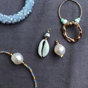 Håndlavet smykke vedhæng💙 Kan også købes som øreringe, eller vedhæng på armbånd og halskæder. Priser fra 19kr💗