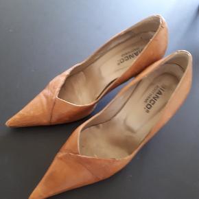 Cognacsfarvede sko med 7 cm hæl.  Alm i str.