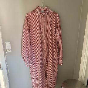 Baserange kjole