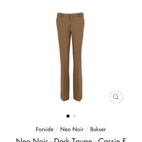 Beige Neo Noir bukser i str. xs. I god stand, ikke tegn på slid. Byd gerne