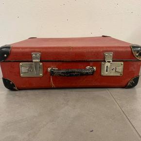 Mellemstor retro kuffert til opbevaring og pynt.   Se også mine andre kufferter. Der gives mængderabat.