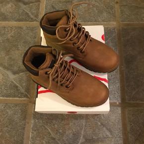 fc439723de1 Varetype: Vandre støvler Farve: Brun Oprindelig købspris: 600 kr. Prisen  angivet er