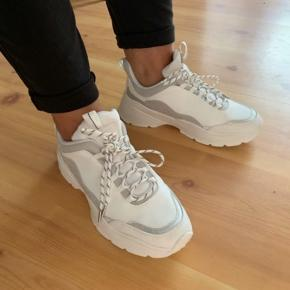 H&m sneakers  Størrelse 37 Brugt en gang, står som nye