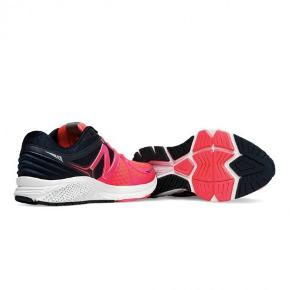 Varetype: sneakers NYE Farve: Se billede Oprindelig købspris: 1200 kr.  Lækre sko. aldrig brugt.  Str 38  Indvendig længde ca. 24,5 cm  Pris 300 plus porto