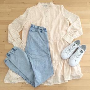 Just Female lyseblå jeanslook leggings i str. small. Kan fint bruges inden under en kjole eller f.eks en lang skjorte ☺️ Nypris 500,- Mp 75,- pp