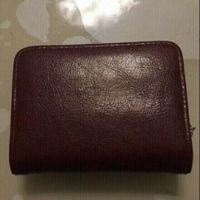 Sælger min flotte røde Puccini pung der jeg har fået købt en ny.