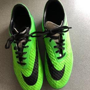 Nike Hypervenom fodboldstøvler til kunstgræs. Str. 42,5. Kan sendes mod betaling af porto kr. 40,00 med DAO.