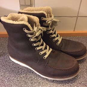 Lækre vinterstøvler med foer som jeg desværre ikke kan passe. De er købt brugt men er i virkelig god stand.