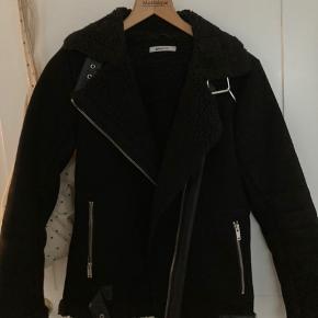 Super lækker vinter jakke, dejlig varm og flot. Kun brugt få gange. Kom med bud🌟