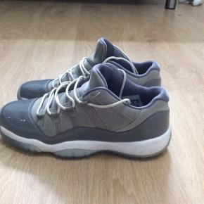 "Nike Air Jordan 11 low ""Wolf Grey"" Købt for 1050 kr"