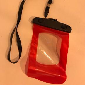 Vandtæt cover til mobil gives bort.