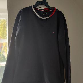 Her er en god sweatshirt, pæn og holder varmen  Til en billig pris Str 14/16 år  Str 164/176