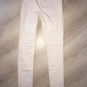 """Sælger disse fine rosa/""""hudfarvede"""" PIESES leggingsbukser. 😊 Str.: S/M Har en masse magen til i andre farver, inde blandt mine andre annoncer for interesse, hvis dette ikke lige er Din farve. 😉 Mvh Julia Maria."""