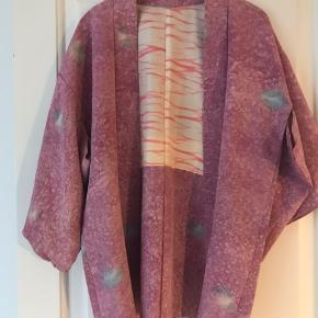 Antik silkekimono fra Japan