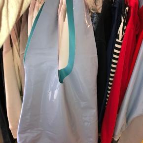 Taske fra Envii med masser af plads!