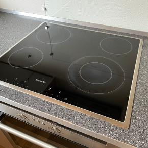 Keramisk kogeplade til indbygning 60x60 cm. Velholdt og virker, har dog ubetydeligt mærke efter overkogning af saft - 15 år
