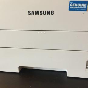 Samsung Laser Printer Model: Xpress M2825ND  I perfekt stand Befinder sig i Beder Sælges pga flytning