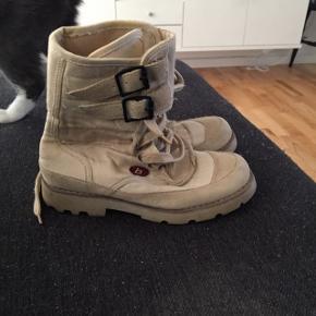 BLEND støvler str 36, næsten ikke brugt. Pris 50 kr pp med dao Bruger mobilepay