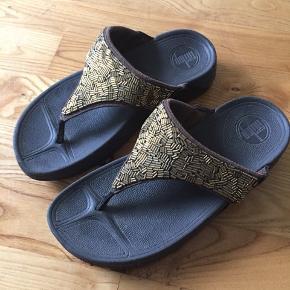Sandalerne er brugte men bestemt fejler ingenting.