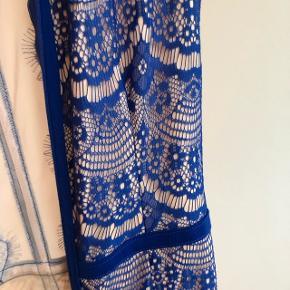 Fin kjole fra asos , ikke brugt meget , den er lidt gennemsigtig ved bryst, men med en nude bh ser det fint ud 😊