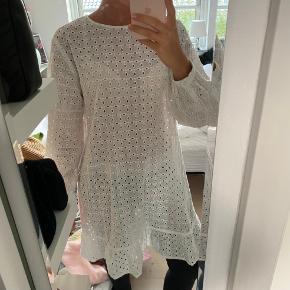 Sælger denne fine kjole fra Hosbjerg, da jeg ikke bruger den🦋