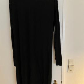 Flot designer remix kjole. Den er tætsiddende