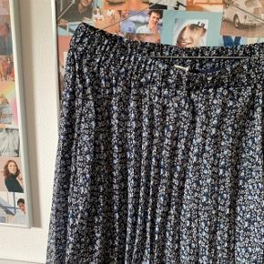 💛Sælger denne fine nederdel fra h&m i str.L, er aldrig blevet brugt!  #secondchancesummer