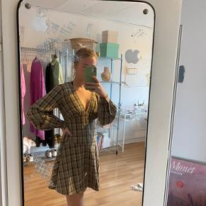 Fineste kjole fra Na-Kd, også cool med jeans til🤍