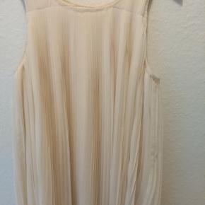 Rigtig fin og sød kjole.