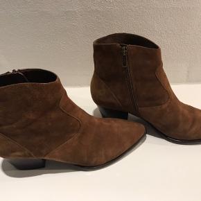 Fede brune støvler fra ASH Brugt 2 gange Lynlås i siden  Hælhøjde 4.5 cm