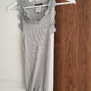 Nyeste kollektion - brugt 1 gang  Lavet i 70 % silke og 30% bomuld #Secondchancesummer