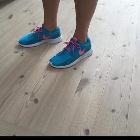 Nike dame fitness sko str 38,5 brugt få gange De er i meget flot stand Indvendig mål 24 cm
