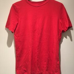 Rød t shirt fra Selected. Brugt en gang, fejler intet. • nypris 199.