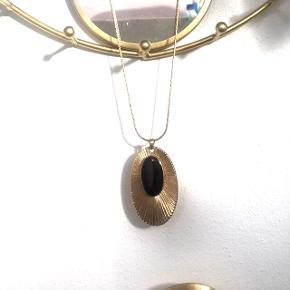 Art deco smykke fra pilgrim.