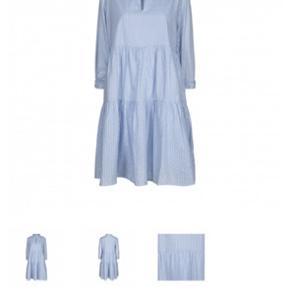 Smuk kjole fra Sofie Schnoor  Brugt 1 gang så standen er som ny. Bare ikke rigtig mig alligevel  Nypris 799. Sælges for 500 pp