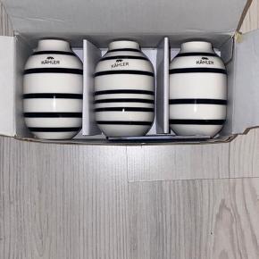 3 små Kähler vaser med sorte striber