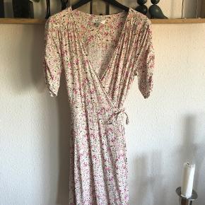 B.young kjole eller nederdel