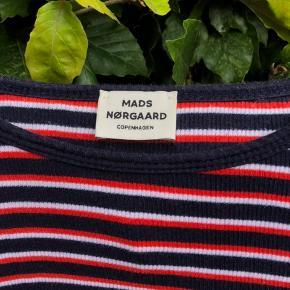 Sælger denne fine Mads Nørgaard bluse da jeg aldrig bruger den og er derfor helt som ny! Størrelsen er 12.  BYD