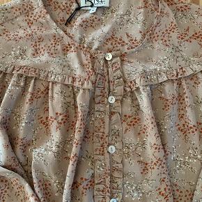 Rigtig fin bluse i skøn kvalitet. Perfekt til både hverdag og fest 😊