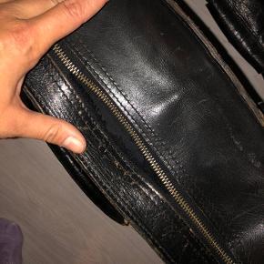 Fed slidt retro taske. Lynlås i stykker - se billede.