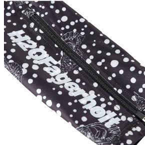 Nye og ubrugte smukke tights fra H2o Julie Fagerholt sælges da jeg desværre ikke får dem i brug. De er en str xs og størrelses svarende. Np 1000,- Sælges for 800,- Bytter ikke. Sendes med Gls/Ønsker helst en Mobilpay handel.