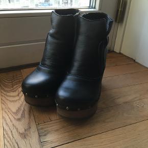 Super fede plateau støvler. Str. 38. Næsten nye, har aldrig været på udenfor.