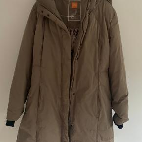 Sælger den her Boss orange Women's Army green Coat With Down And Feather Lining 'Odoro3'  Str L/Xl  Nypris ca 2500kr Mindstepris 900kr