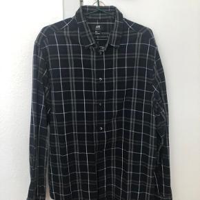 Sælger en masse herre skjorter i str. L og XL, køb 1 stk for 50 kr., køb 3 stk. for 125 kr. Køb alle 8 skjorter for 300 kr.