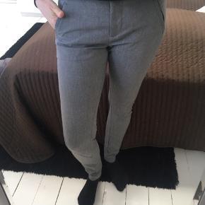 Lækre og velsiddende bukser - str 25, men passes af str 36. Byd