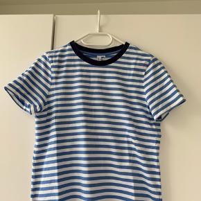 T-shirt str. 38 (s-m)  Nypris: 250 kr.  BYD