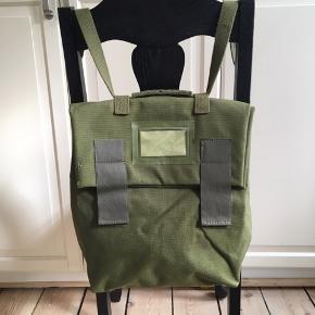 Lækker rygsæk som kan laves til skuldertaske