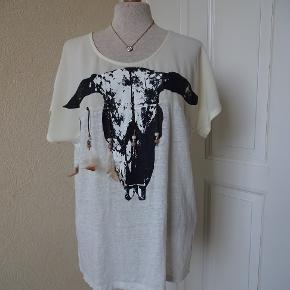 See U Soon Bluse sælges. Bytter ikke Brystmål: 50x2 Længde: 63 cm Materiale: 100 % Linen 100 % Polyester Se også mine andre annoncer.