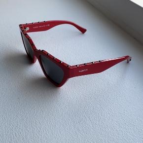 De fedeste solbriller fra Valentino har aldrig rigtig fået brugt dem desvære der for sælger jeg dem jeg har kvittering