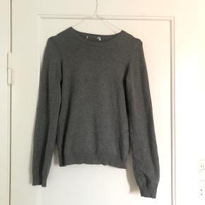 Fin sweater bluse fra h&m i str small, næsten som ny